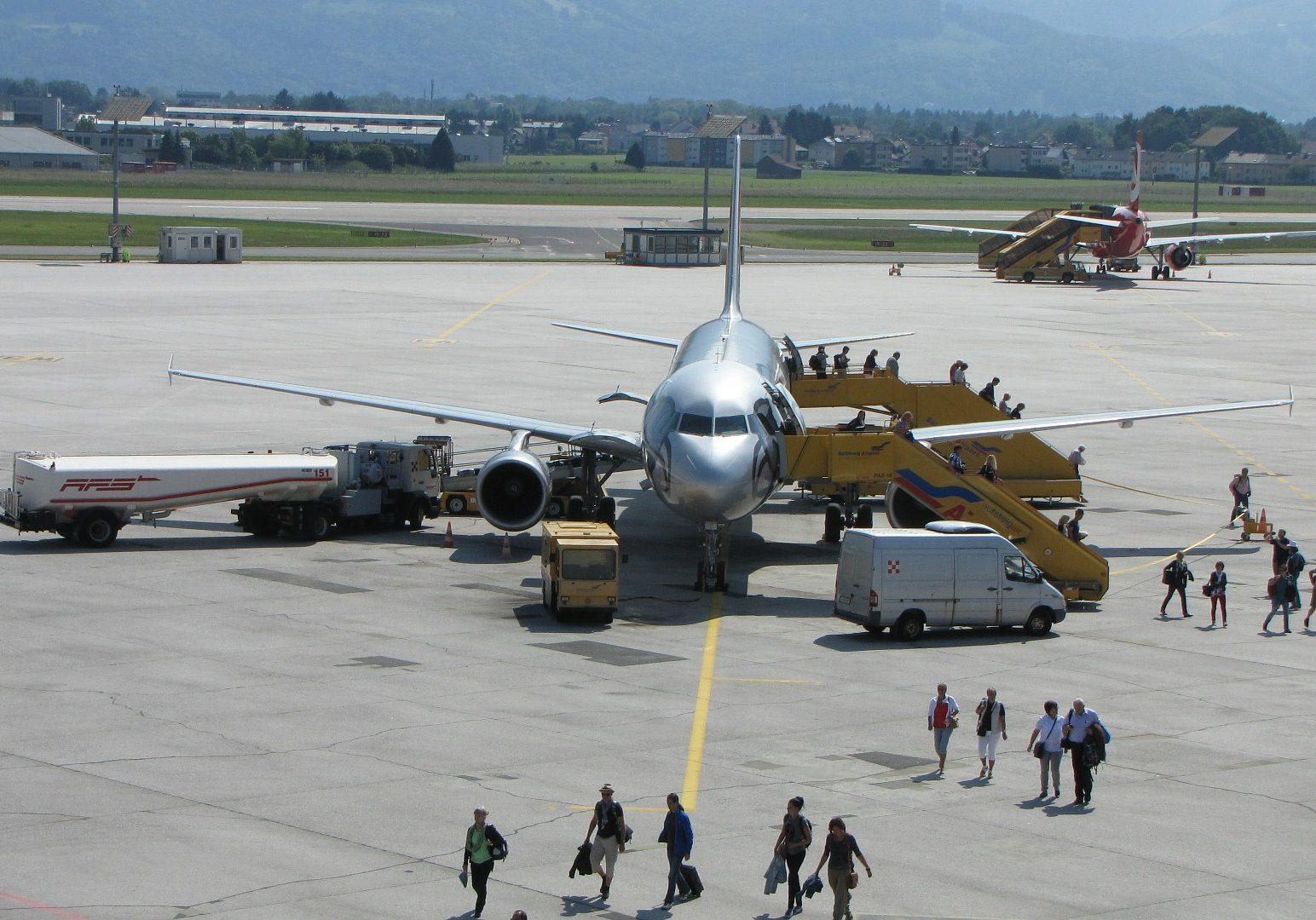airport-354545_1920